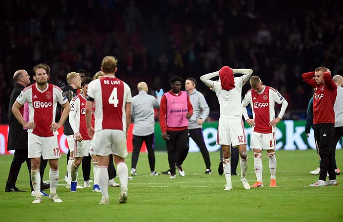Ajax kalah