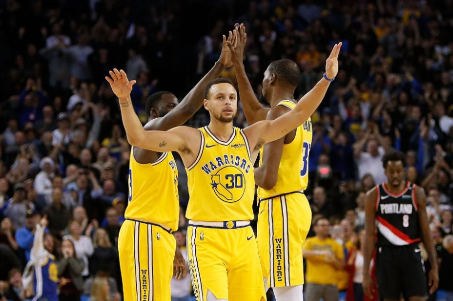 Sapu Bersih, Warriors Melenggang Ke Final NBA