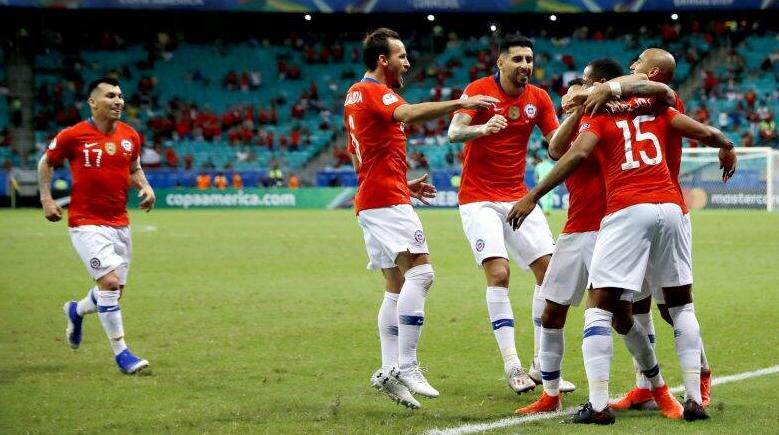 """Sempat Dikerjai """"VAR"""", Akhirnya Alexis Sanchez Bawa Chile Menang"""