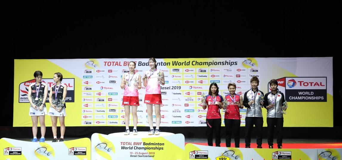 ganda putri podium