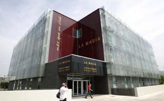 Barcelona Memotong Gaji Para Staf Karena Pandemi Virus Corona