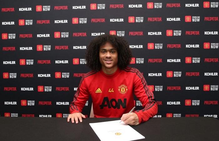 Manchester United Beri Tahith Chong Kontrak Baru