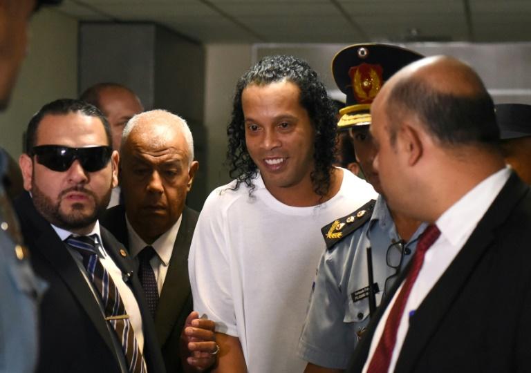 Ronaldinho ditangkap polisi