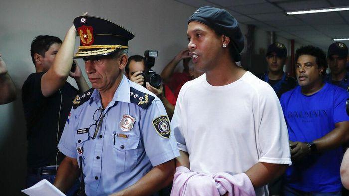 Ronaldinho palsukan paspor