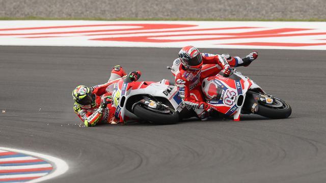 Tabrakan Andrea Iannone dan Andrea Dovizioso