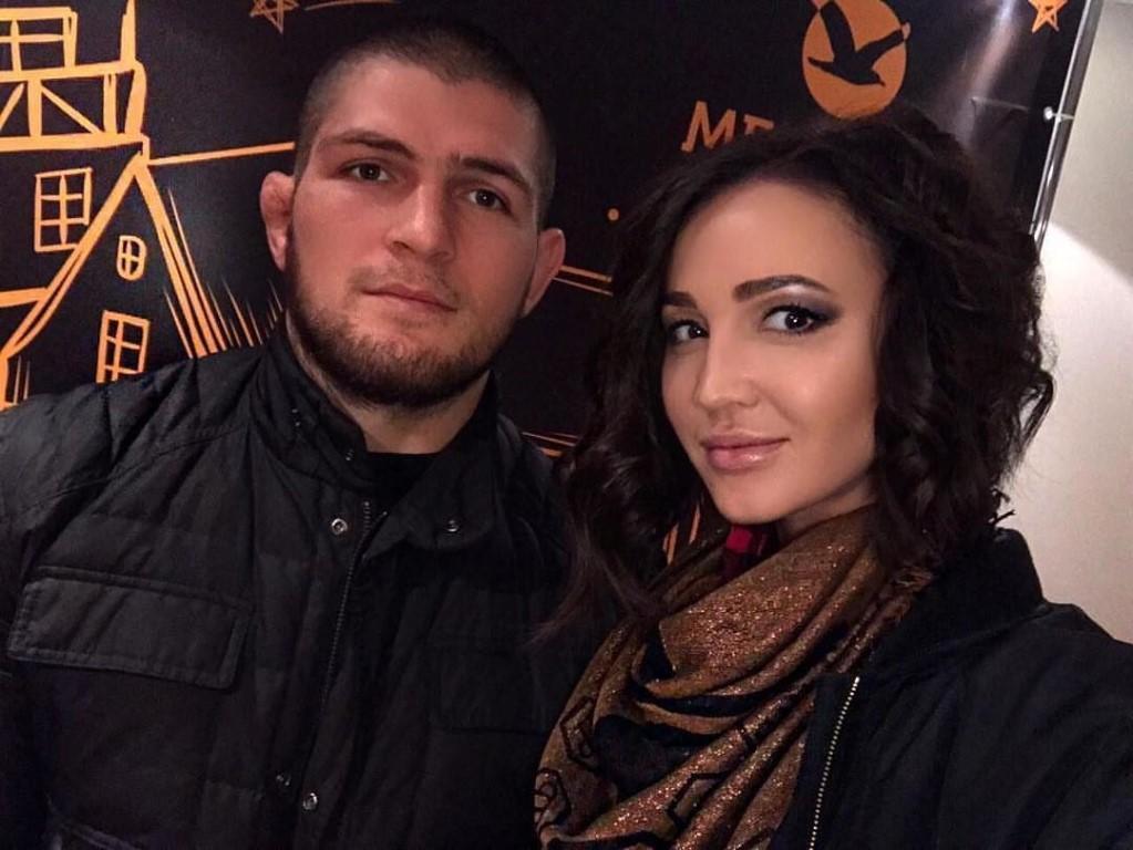 Khabib Nurmagomedov dan istri