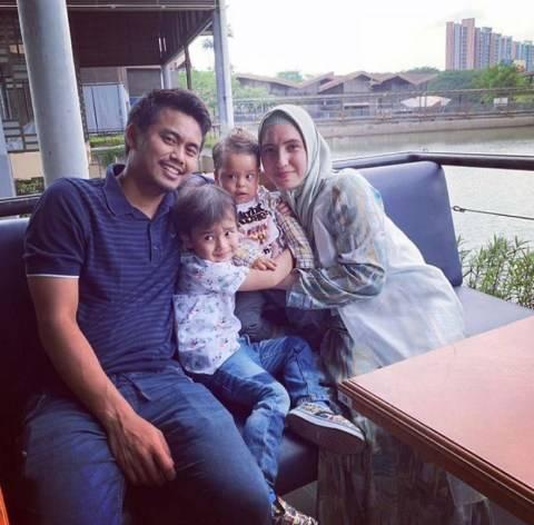 keluarga Tontowi Ahmad