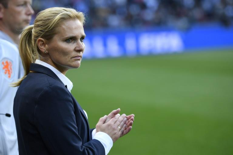 pelatih bola wanita terbaik di dunia