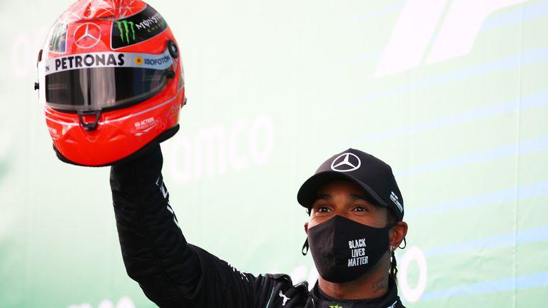 Lewis Hamilton dapat Helm Michael Schumacher
