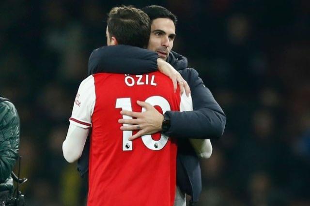 Mesut Ozil dan Mikel arteta