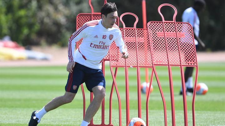 Mesut Ozil dicoret dari skuad