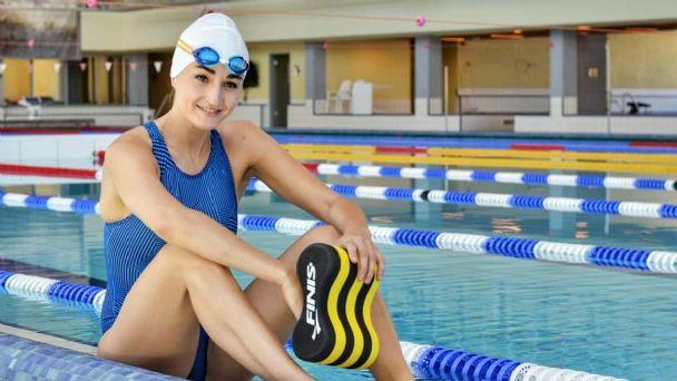 Elena Krawzow, atlet renang