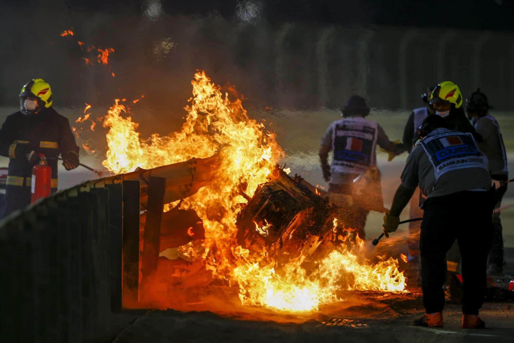 mobil Romain Grosjean terbakar