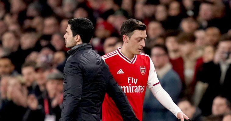 Mesut Oezil pindah dari Arsenal